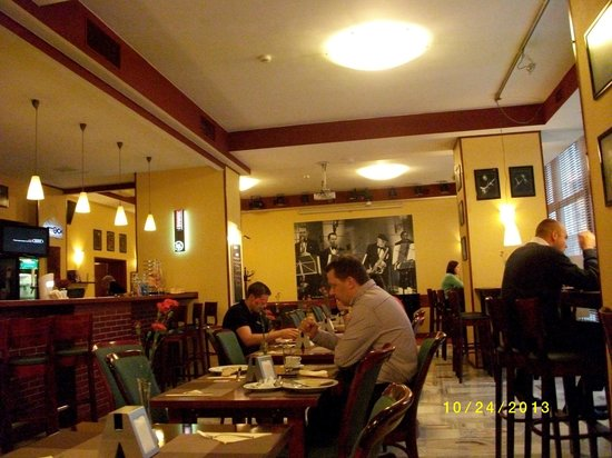 Metropol Hotel : 朝食ルーム。この手前がビュフェ。