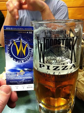 Woodstock's Pizza : Great drinks before the SC Warriors game