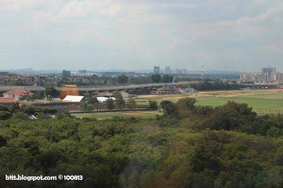Berjaya Waterfront Hotel, Johor Bahru: highway to singapore