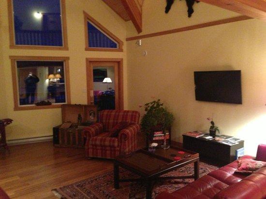 Takhini River Lodge : Living Room