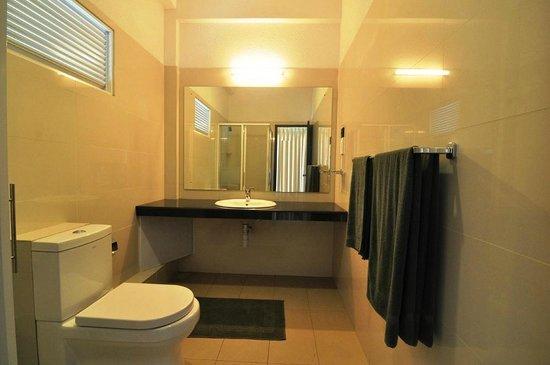 Hotel Heaven's Edge: Bathroom