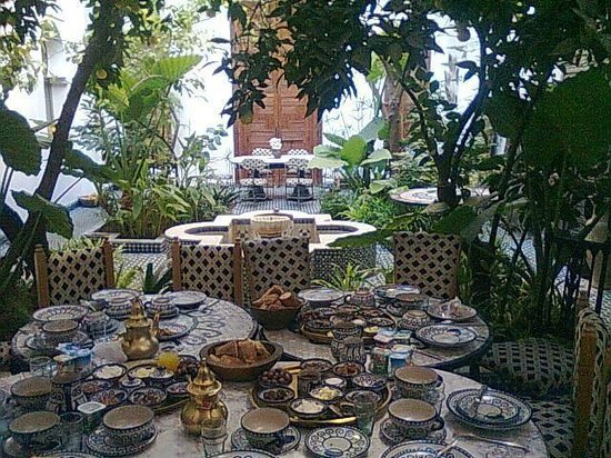 Riad Lune et Soleil: Petit déjeuner, vue sur la cour