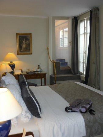 Hotel Mansart - Esprit de France: VUE DE L ENTRE DE LA CHAMBRE