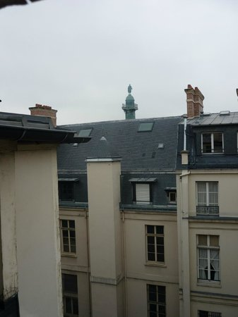 Hotel Mansart - Esprit de France: VUE DEPUIS LA FENETRE DE LA SALLE DE BAIN