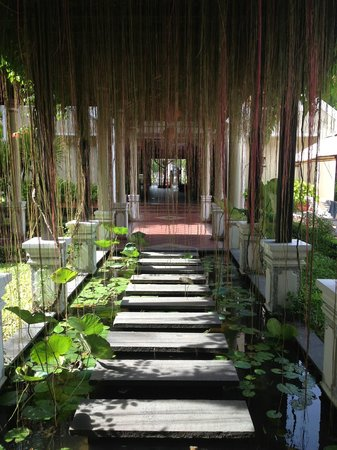 Hoi An Historic Hotel: from entrance to spa - pool is to the left