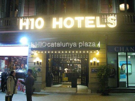 H10 Catalunya Plaza: L'ingresso dell'hotel