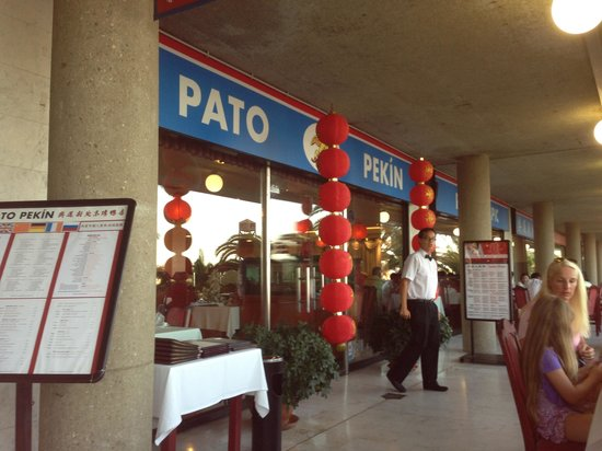 Pato Pekin: This waiter was really helpful