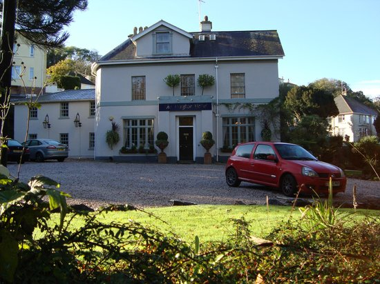 Haytor Hotel: View from the road