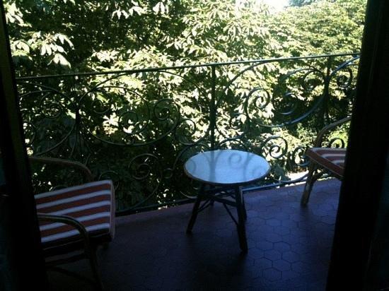 Le Manoir: balcon sur cours
