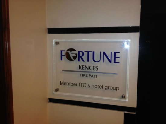 Fortune Kences Hotel: Entrance to the Bar