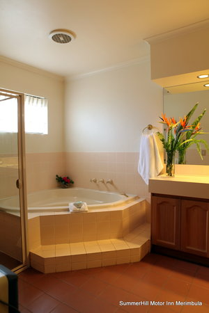 Summerhill Motor Inn: Executive SPA Room