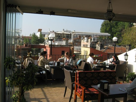 Big Apple Hostel & Hotel: terrace, where the brakfest served
