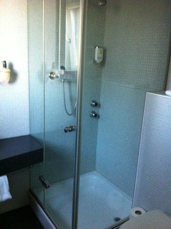 Hotel Ibis Styles Bern City : Salle de bains