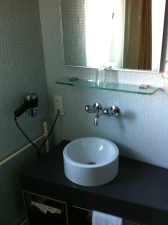 Ibis Styles Bern City: Salle de bains