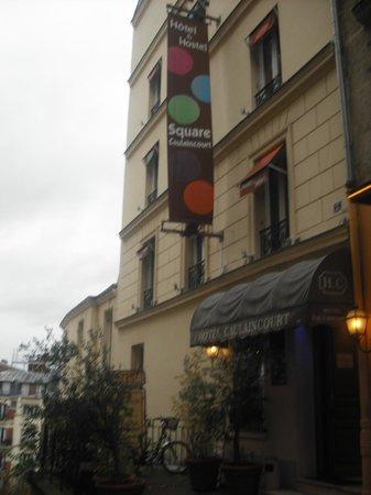 Caulaincourt Square Hostel: fachada