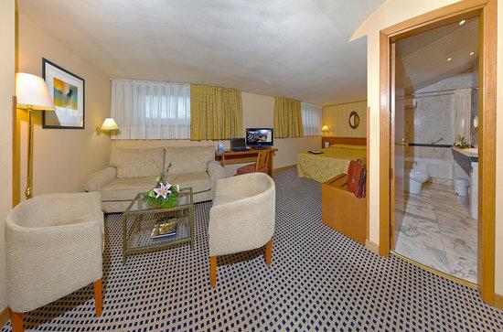 Hotel Horus Salamanca: Salón de la Habitación Junior Suite