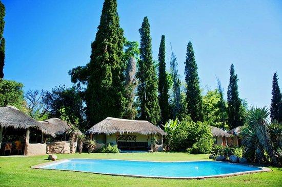 Chrislin African Lodge: pool lounge area