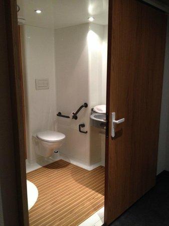 Ibis Budget Archamps Porte de Geneve: Salle de bain