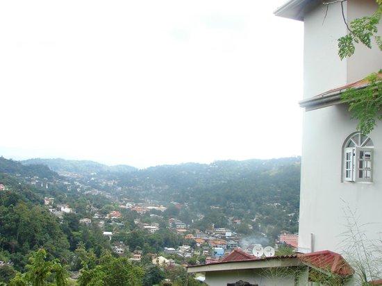 Kandyan Crown Hotel: Mountain View