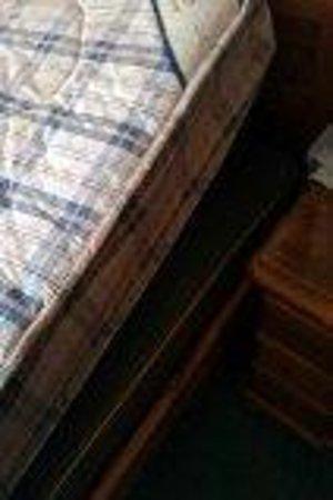 Kirkwood Guest House : bed