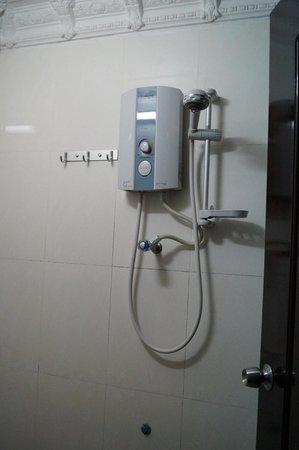 Okay Guesthouse Phnom Penh : Dusche mit warmem Wasser