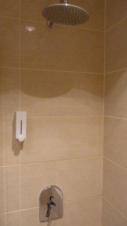 Seher Sun Palace Resort & Spa: badkamer inloopdouche