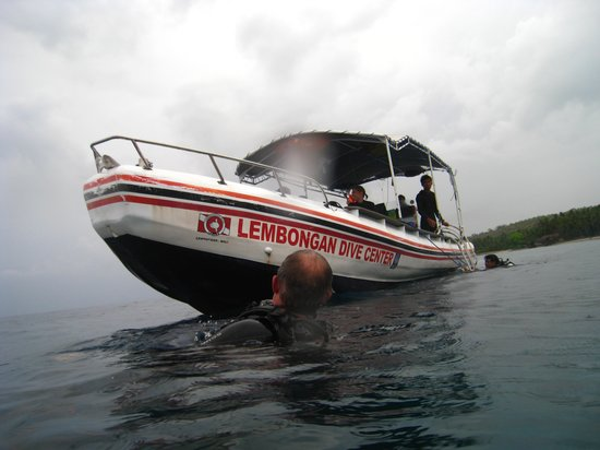 Lembongan Dive Center : The boat coming to pick us up.