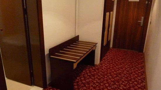 Altinoz Hotel: inkomhal kamer
