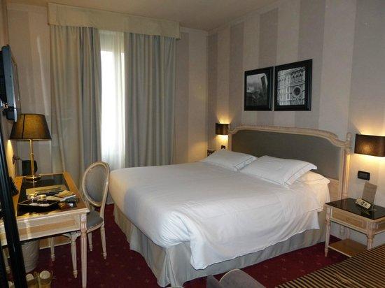 Hotel Diplomat : HABITACION