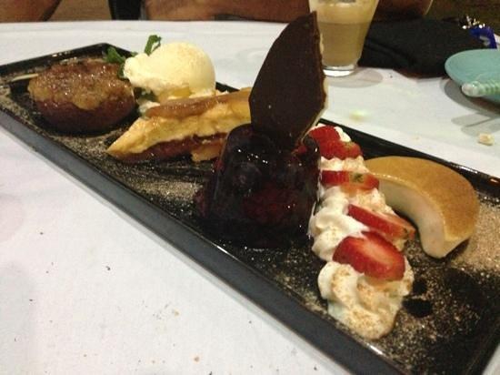 Aqua Bar & Grill - Bakery: dessert platter