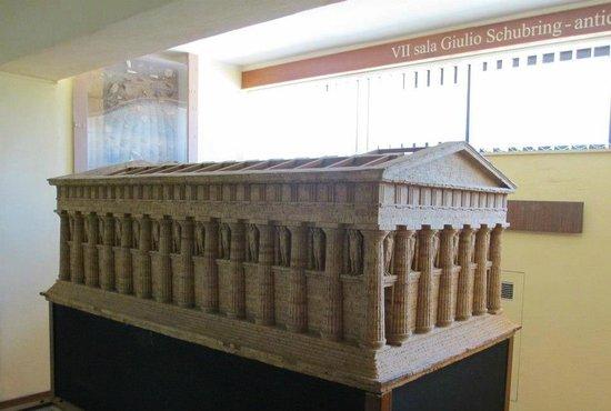 Archäologisches Museum: ricostruzione del tempio di giove