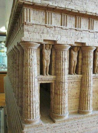 Archäologisches Museum: particolare del tempio di giove