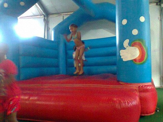 Bugz Family Playpark: My niece without a care