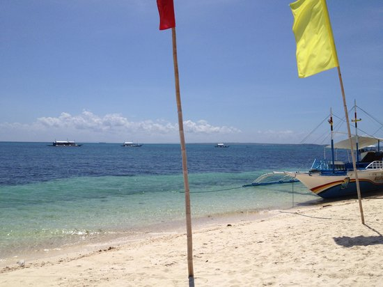 Malapascua Legend: beach front