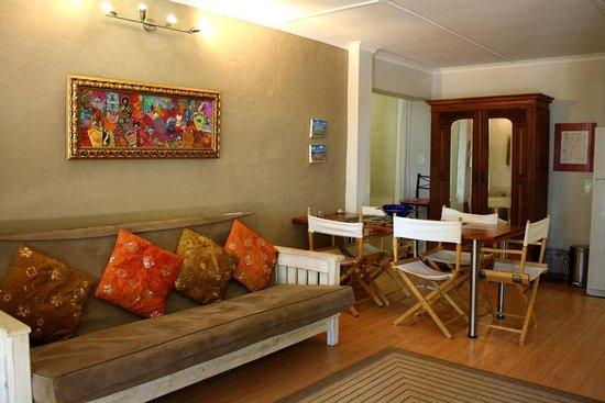 Zen Guesthouse: Apartment living space