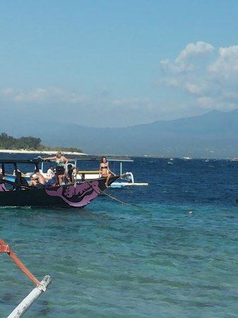 Diversia Diving: ecco la loro barca, stupenda e maestosa signora in nero.