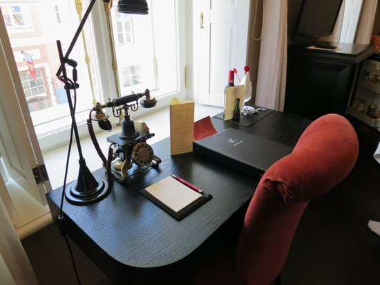 Hotel Telegraaf: Romantic desk at the window