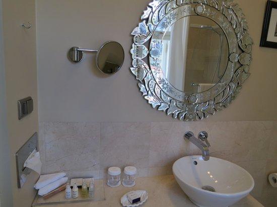 Hotel Telegraaf: Bathroom