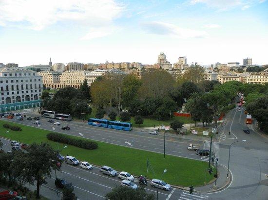 Starhotels President: vista dalla camera (piazza Verdi e stazione Brignole)