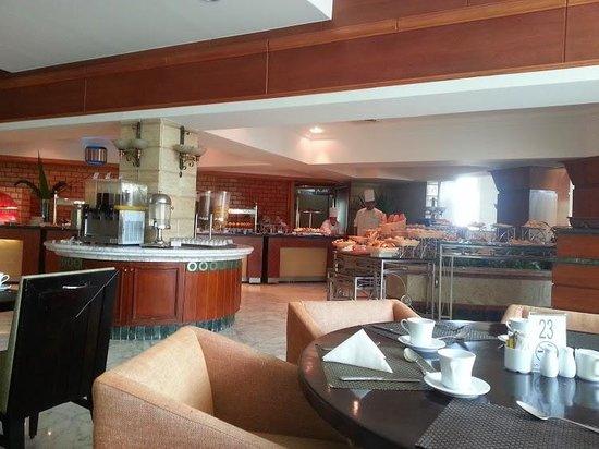 Mövenpick Hotel Cairo - Media City: Breakfast restaurant