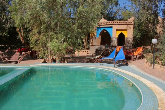Auberge Dunes D'or: Swimming pool and bar.