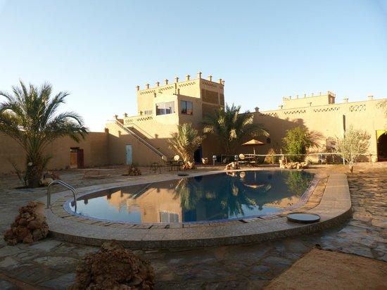 Hotel Ksar Merzouga : Piscina e zona relax