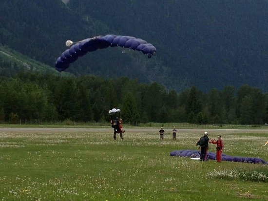 Whistler Skydiving: Smoothe landing
