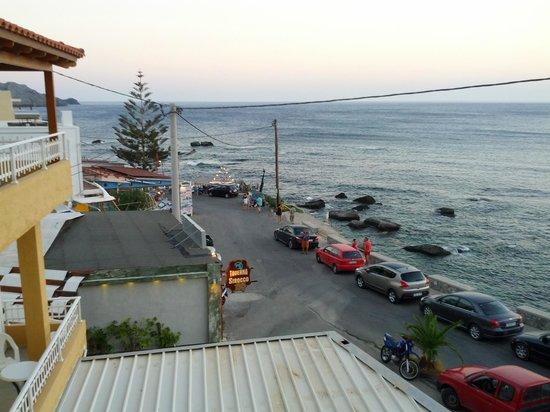 En Plo: Θέα από το μπαλκόνι του δωματίου