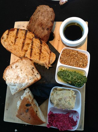Bully Hayes Restaurant & Bar: Breadboard with a trio of dips, balsamic and olive oil and dukkah