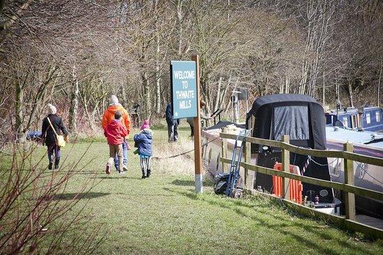 Thwaite Mills: Canal