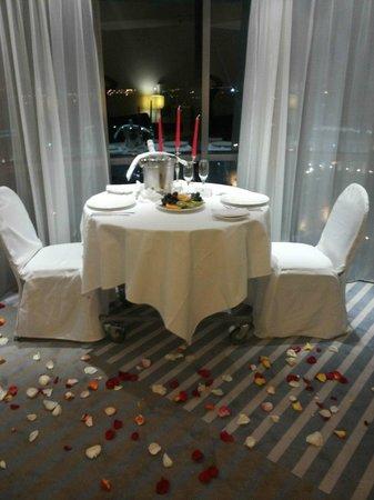 Holiday Inn St. Petersburg Moskovskie Vorota : Ужин при свечах