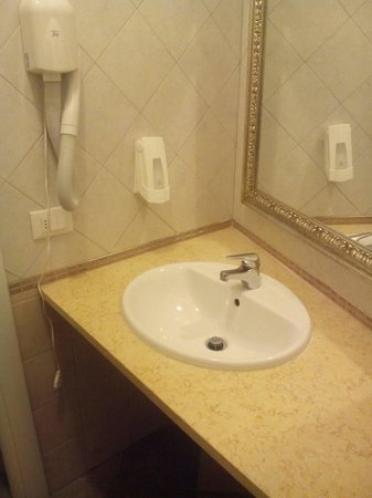 Eden Park Resort: Anti bagno con phon