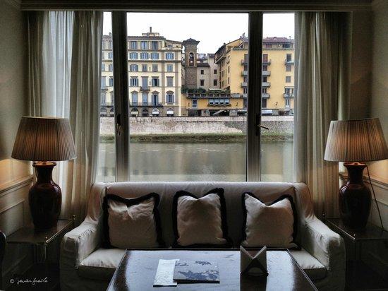 Hotel Lungarno: Vista al Arno desde la zona común