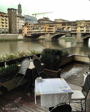 Hotel Lungarno: Terraza del Hotel con vistas al Ponte Vecchio